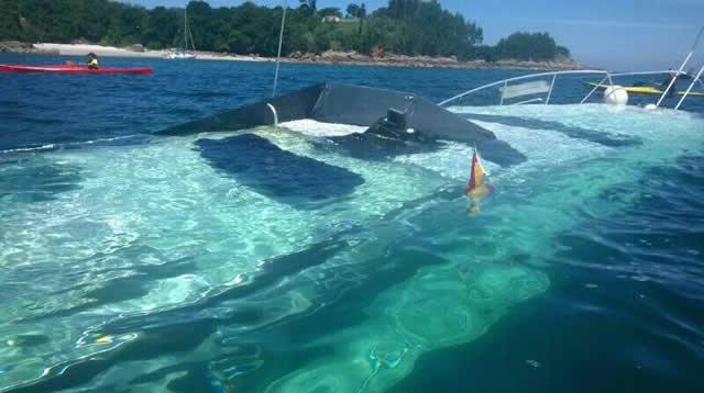 Una despedida de soltero en un yate acaba en naufragio en O Hío